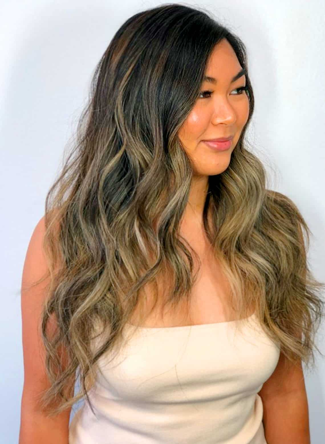 woman with beachy waves and middle part