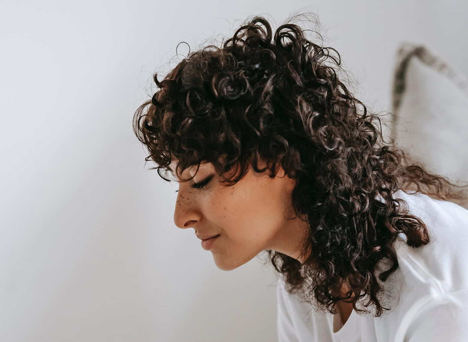 woman with mid-length shag