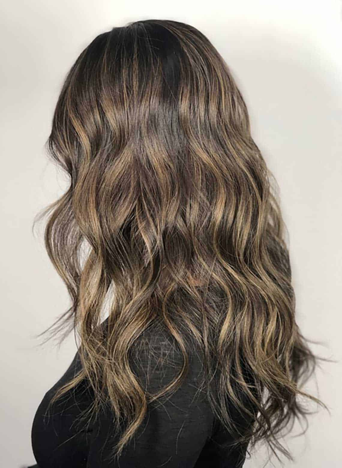 woman with loose waves and highlights