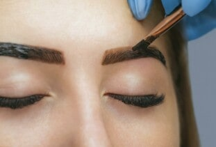 woman getting eyebrows tinted